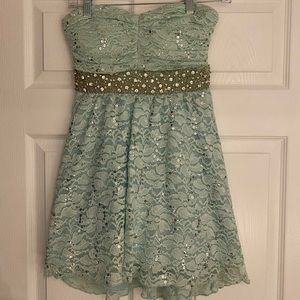 Short strapless mint green prom dress! Size 1.